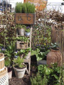 thifty-garden-ideas-wine-boxes-