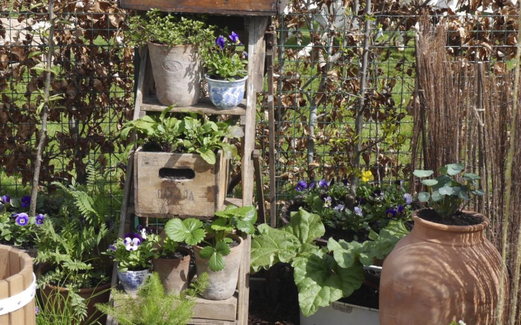 thifty-garden-ideas-wine-boxes--1080x675