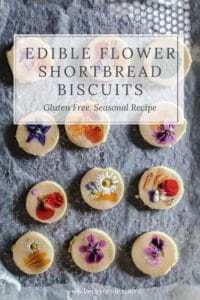 Edible-flower-biscuits-recipe-shortbreads-pressed-flower-1-1